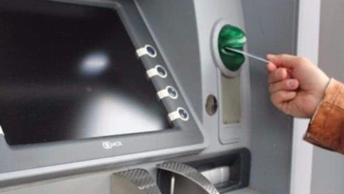 男子ATM机取3千元,事后竟发现23张假钞,银行仅回复4字