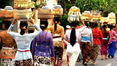"""巴厘岛除了迷人的风光,还有着""""奇葩""""的风俗,游客见了会害羞"""