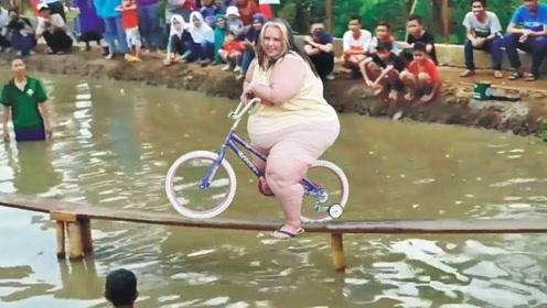 老外举行自行车比赛!挑战成功能获得奖金20万,还有女儿陪嫁!