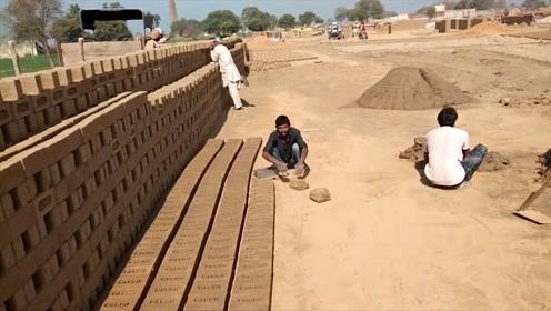 难得一见的手工制砖,制作砖头就像揉面团一样