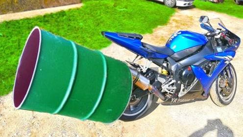 老外嫌摩托车声音不够大,排气管套上油桶,下一秒被吓傻眼了