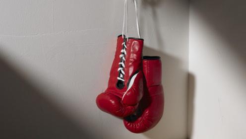 街头拳击比赛,王八拳直接KO对手,引得路人纷纷叫好