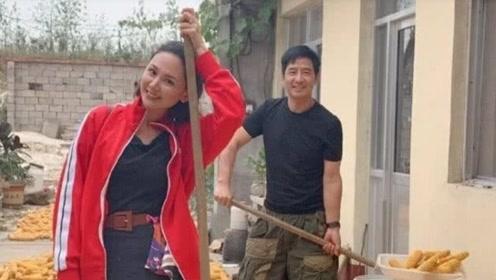 郭晓东带妻儿回乡度国庆,程莉莎做农活不言累,一家三口温馨十足
