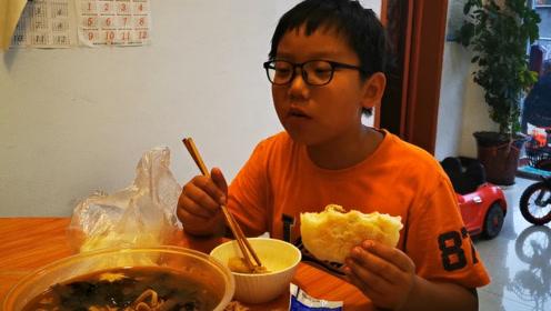 """回农村的时候吃了一顿""""椒麻鸡"""",喝了平时不让喝的饮料,有点嗨"""