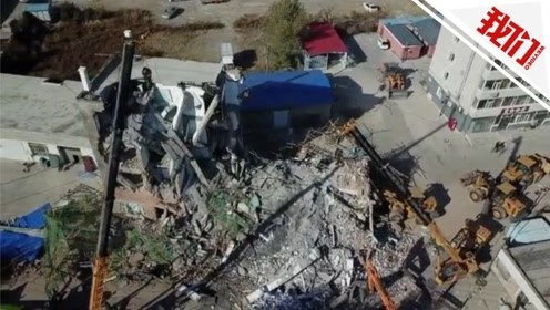 吉林白城一银行办公楼装修时坍塌已致1人死亡 航拍消防救援现场