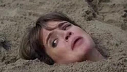 """沙滩还能""""吞噬""""人?不要用沙子掩埋身体,不然来不及后悔!"""