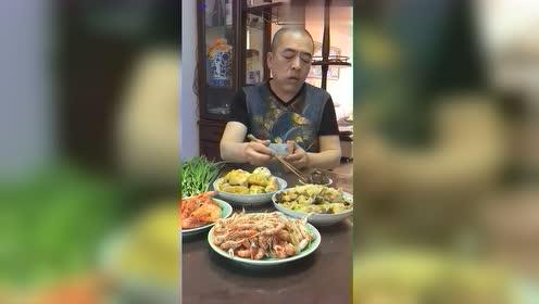 东北大叔饭菜真丰盛,吃饭太香了,网友:看得我直流口水