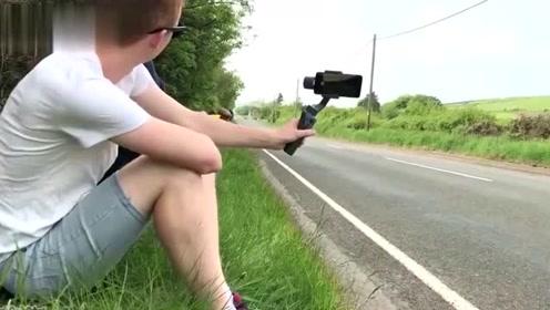 飙到350km时速的摩托有多恐怖?小伙一秒懵圈了!