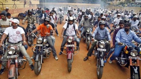 印度人问中国游客:我们出门都坐摩托车,你们中国都有啥?