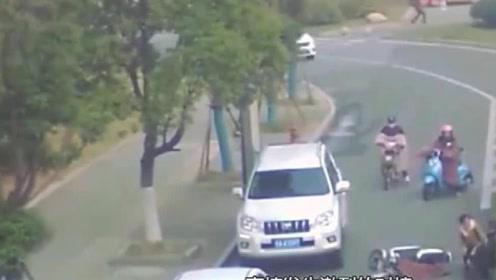 女司机又惹祸了,真不愧是典型的马路杀手