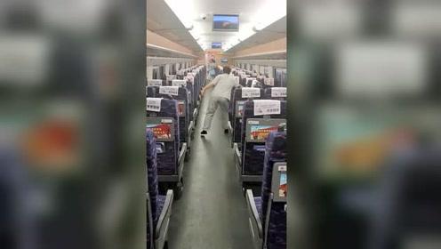 原来高铁的座位是手动的,我还以为是自动的,感觉还挺麻烦的!