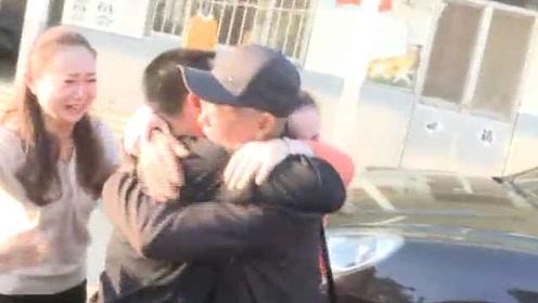 儿子失散42年终回家,老父相拥泪崩:每年过节给他留双筷子