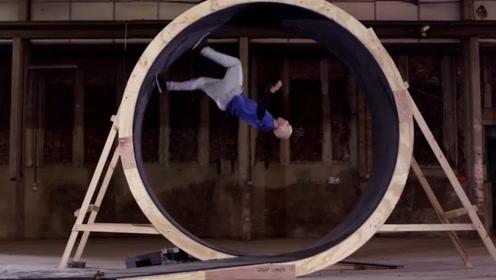 人能够跑过圆形的过山车轨道吗?实验组亲身测试,牛顿要出来解释一下了