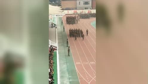 这样的军训教练要疯了!