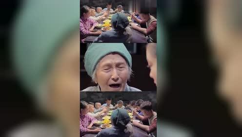 农村奶奶重女轻男,只要孙女不开心,八个孙子竟然连饭都不敢吃