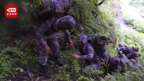 在没有路的边防线上巡逻 边防战士用6天5夜与死神赛跑