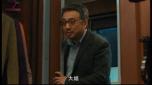 """《囧妈》预告发布,沈腾惊喜客串,造型夸张被徐峥喊""""大姐"""""""