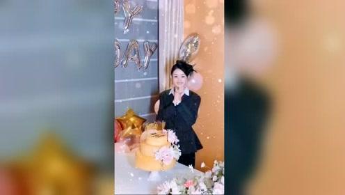 赵丽颖生日现场,幸福的小女人!