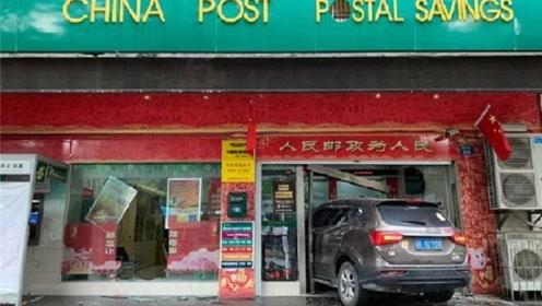 越野车冲进银行致1死3伤:肇事女司机是新手,刚领驾驶证