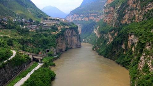 国内这个景区不对外国人开放,国人却免费参观,四川境内最美峡谷!