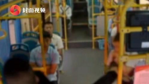素质极差!男子公交上吐痰、脱鞋、外放音乐 乘务员劝阻反被脚踢