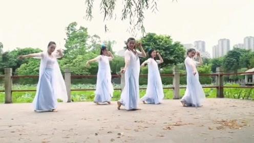 美女老师齐跳古风《半壶纱》,网友:这才是古典美!