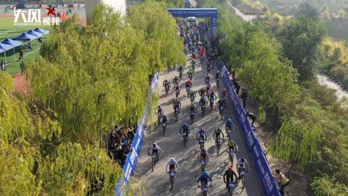 中国榆林首届沿黄观光路国际自行车赛发车