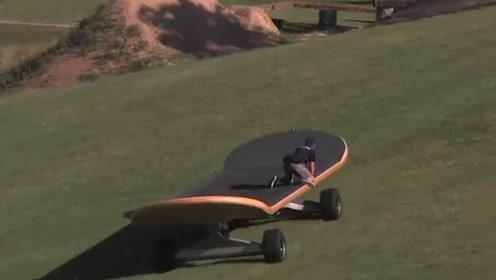 小伙体验巨无霸滑板,玩了一半才发现,滑板太高脚刹够不到地面!