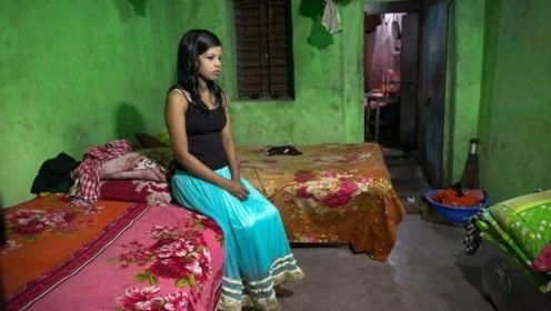 """印度""""童婚"""":8岁女孩被迫嫁给40岁男子,新婚夜""""破裂""""惨死!"""