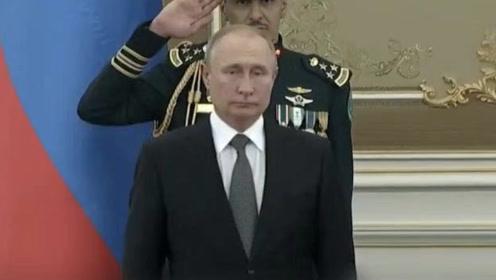 鄙人不善演奏!沙特军乐队演奏俄罗斯国歌跑调,普京笑容逐渐凝固