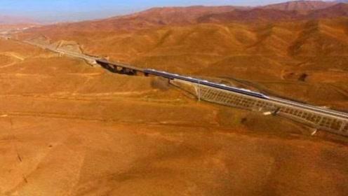 世界上首条沙漠铁路,价值600亿美元,95%全是沙漠,耗费中国10年