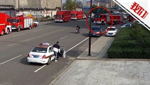 电视剧情节?消防员请假给女友过生日 上车瞬间出火警了