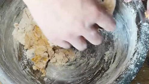 南瓜馒头新做法,不发面、不加水,一次成型,出锅都抢着吃,好吃