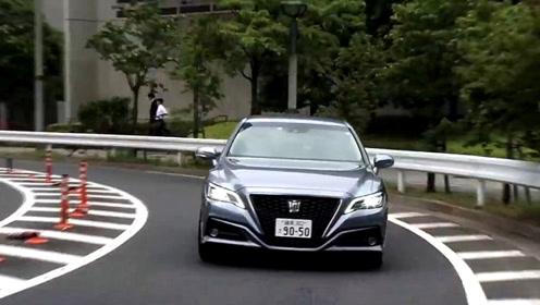 试驾2020款丰田皇冠CROWN,开车上路的那刻,才知道视野有多宽阔