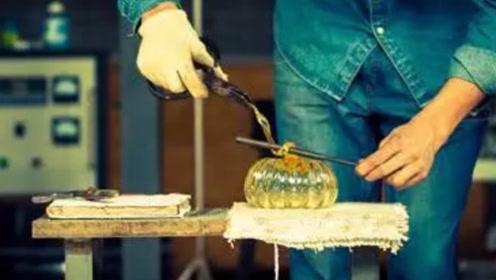 用沙子也能制成玻璃?小哥将沙子高温处理,冷却后的物质让人傻眼!