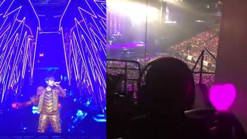 周杰伦儿子挥荧光棒看爸爸演唱会,网友:亲儿子都抢不到前排