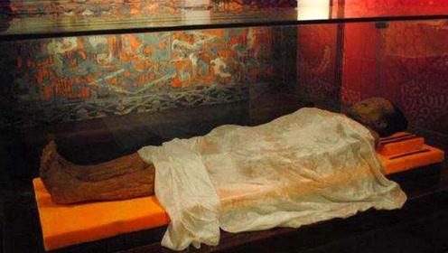 马王堆女尸出土,日本总想要她头发,多年后专家直呼:幸亏没给