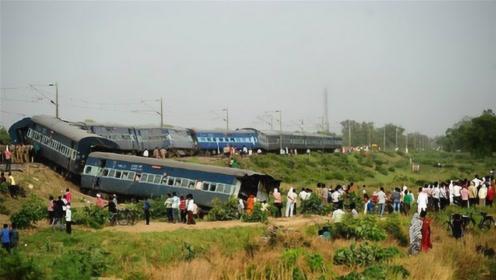 火车突然脱轨,要如何弄回到轨道上的?网友:这么简单?