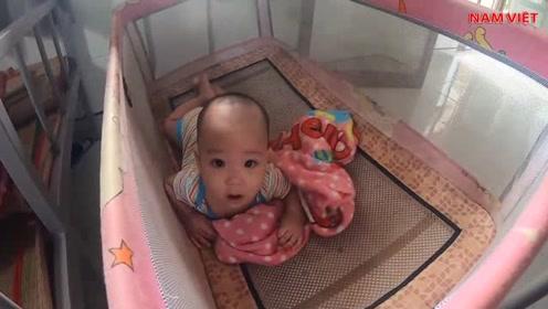 孤儿院最可爱的男宝,同一天被送过来的难兄难弟,叼着奶嘴好可爱