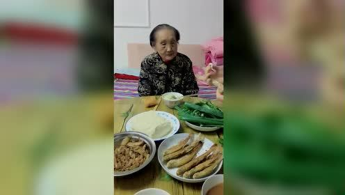 104岁奶奶的待遇就是高!