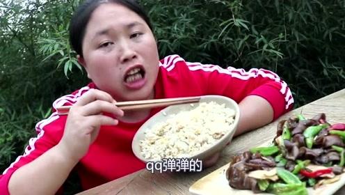 """这食材胖妹洗""""吐了"""",最臭食材胖妹吃出美味感,网友:真敢吃!"""