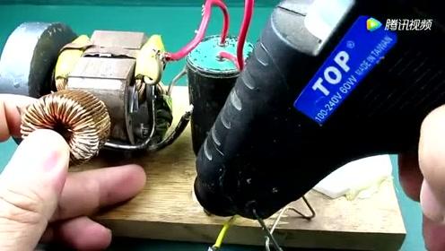 技术宅教你如何用一节电池点亮一个大灯泡