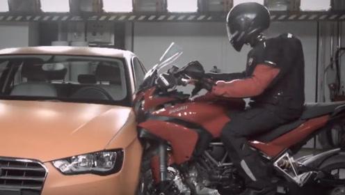 杜卡迪在撞击奥迪的瞬间,赛车服秒变安全气囊,网友:科技感爆棚