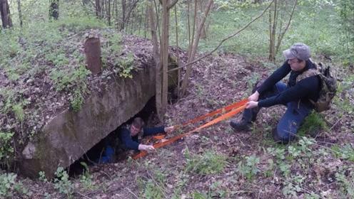 在丛林中发现一个地洞,爬下去一看,小伙大呼走运了!