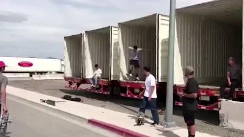 国外搞笑系列,外国男子这滑板摔的