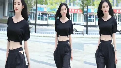 黑色的漏腰短袖搭配时尚长裤,暗黑系列就这么穿,气场超强!