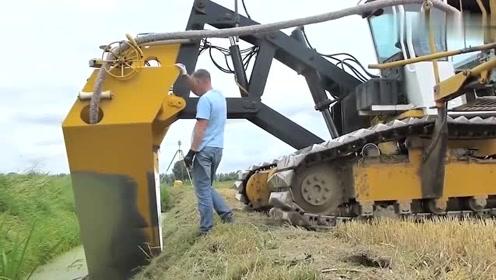 挖沟加埋管一次搞定,这机器厉害了