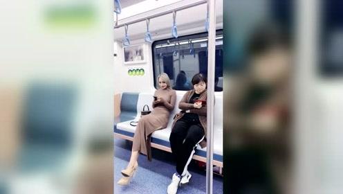 地铁上拍到的美女,真是美如画!