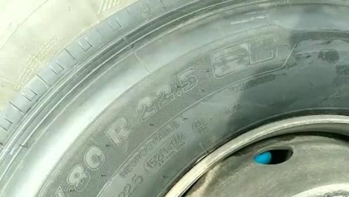 春运了,客车都换新轮胎了!