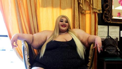 550斤的女胖子,被理发店椅子卡住,一气之下开胖子理发店